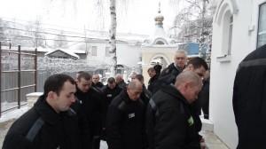 06-12-13 Служба в храме Александра Невского (12)