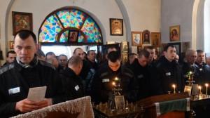 06-12-13 Служба в храме Александра Невского (2)
