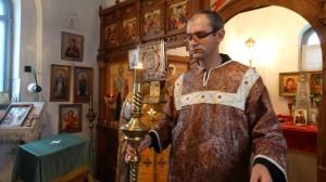 06-12-13 Служба в храме Александра Невского (4)