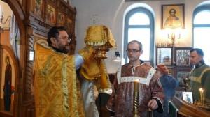 06-12-13 Служба в храме Александра Невского (5)